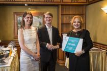 Unipetrol podpořil darem nadaci VIZE 97