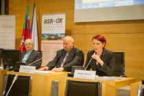 zprava: předsedkyně HSR-ÚK Gabriela Nekolová, hejtman ÚK Oldřich Bubeníček, Pavel Csonka zastupitel ÚK